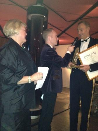 Priset delades ut på Victory Hotel av Peder Lamm och Anette Granlund.
